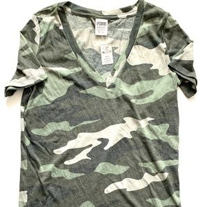 """VS Pink Camo T-Shirt XS  16"""" pit to pit  Brand New"""